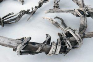 Rest eines Rahmenschneeschuhs aus Birkenholz vom Gurgler Eisjoch (3.150 m ü. M.)Resti di una ciaspola in legno di betulla di un giogo della val di FosseCircular shaped snow shoe made of birch wood 3800-3700 BCSchnals-Gurgler Eisjoch