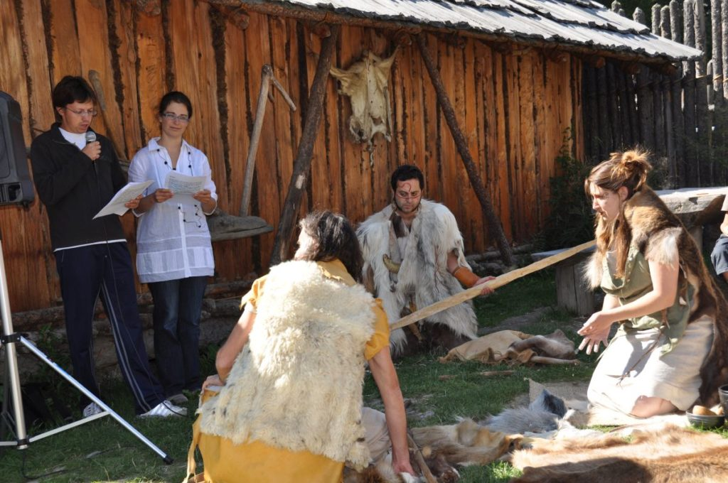 "Besuch von unseren Kollegen des Pfahlbaumuseums am Ledrosee im Trentino<br/>Ci visitano i colleghi del Museo delle Palafitte di Ledro<br/>""Living Prehistory"" by our colleagues from Pile Dwelling Museum of Ledro close to the Garda Lake"