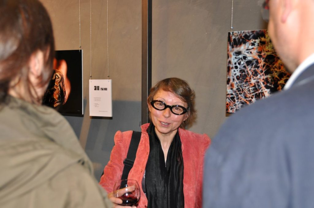 "Die französische Fotografin Claire Artemyz bei der Eröffnung ihrer Ausstellung ""Memories"" <br/>La fotografa francese Claire Artemyz all'inaugurazione della sua mostra ""Memories""<br/>The french fotographer Claire Artemyz at the opening ceremony of her exhibition ""Memories"""