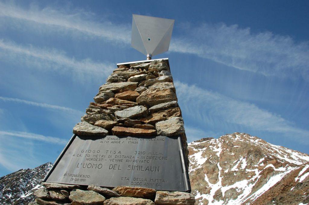 Gletschertour zur Ötzifundstelle<br/>Escursione alpinistica al luogo di ritrovamento dell'Uomo venuto dal ghiaccio<br/>Mountaineering trip to the findspot of the Iceman<br/><br/>Ötzi Glacier Tour Autumn 2011