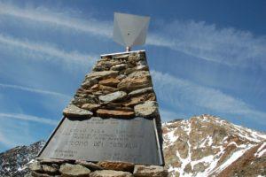 Gletschertour zur ÖtzifundstelleEscursione alpinistica al luogo di ritrovamento dell'Uomo venuto dal ghiaccioMountaineering trip to the findspot of the IcemanÖtzi Glacier Tour Autumn 2011