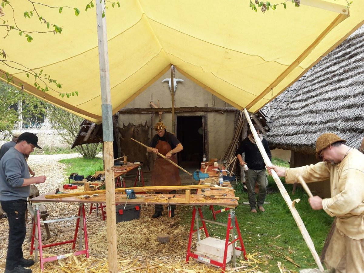 Internationales Bogenbau Symposium<br/>Incontro internazionale di costruttori di archi<br/>International meeting of bow constructing<br/><br/>Bad Buchau (D)<br/>May 2017