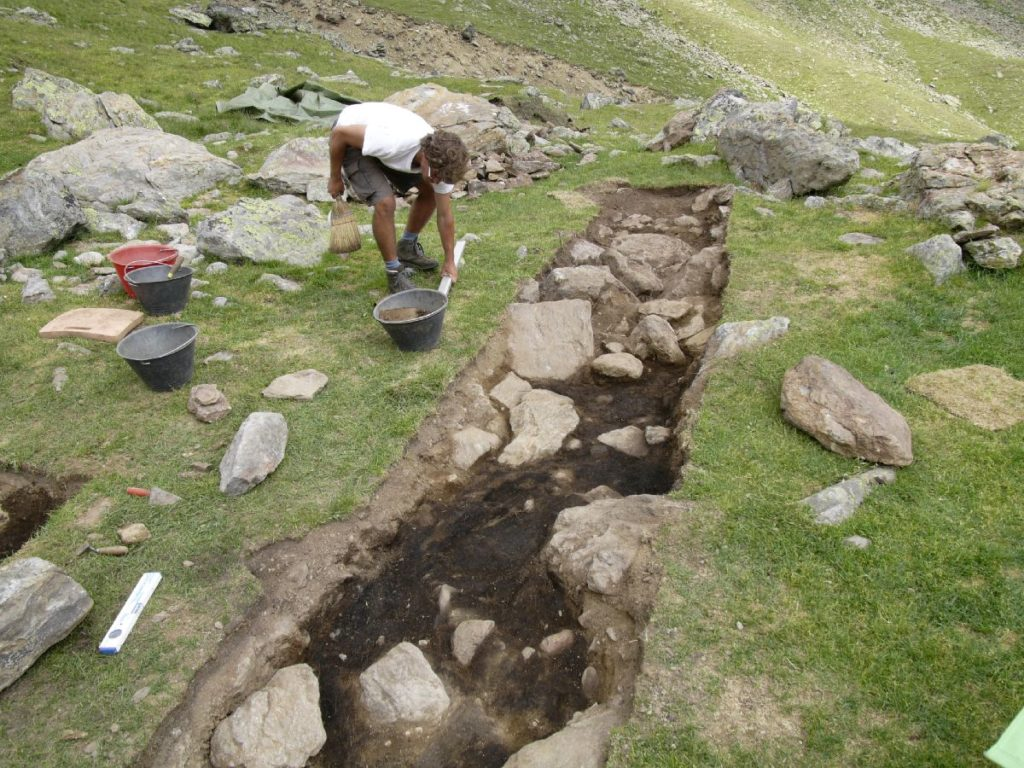 Archäologische Grabungen im Finailtal<br/>Scavi archeologici in val Finale<br/>Archaeological excavations in val Finale valley